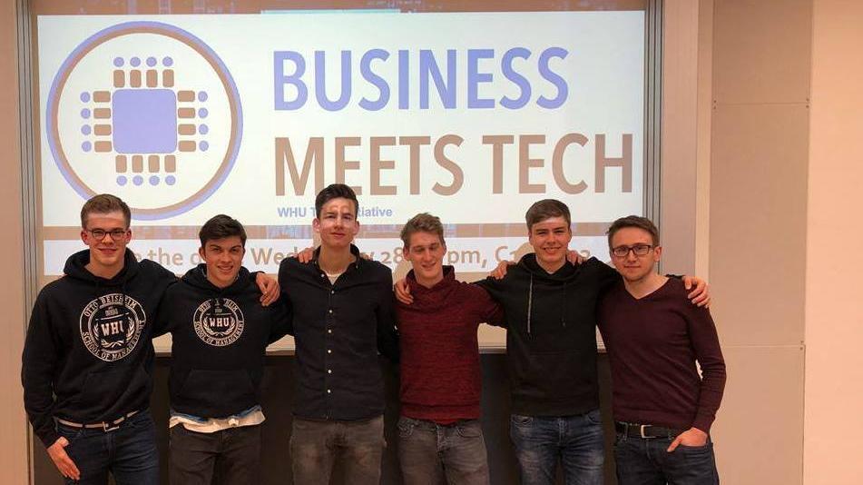 09-BusinessMeetTech
